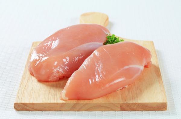 Precauciones con el consumo de pollo crudo