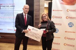 Premio Pyme 2019 a Rita Bolaños fundadora de Seranca y Santiago Sese presidente Cámara de Comercio de Tenerife